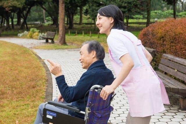 看護師が介護老人保健施設へ転職する場合のメリット・デメリット