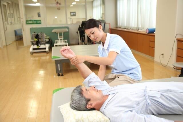看護師がリハビリテーション科へ転職する場合のメリット・デメリット