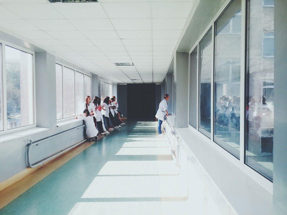 大学病院から市の中核病院への転職体験談